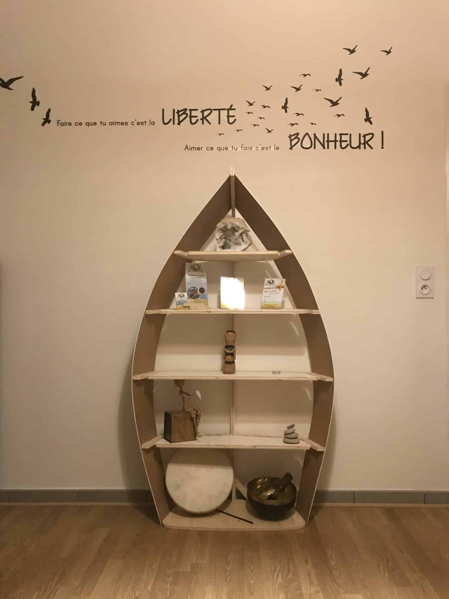 étagere-bateau-bois-galbé-varangue-décoration